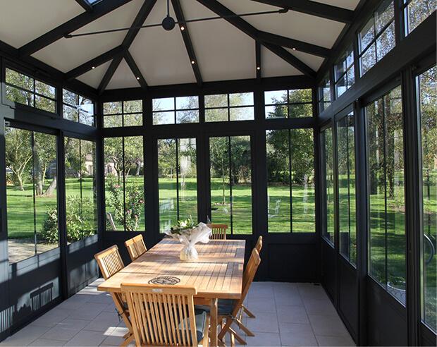 Veranda met isolerende dakpanelen