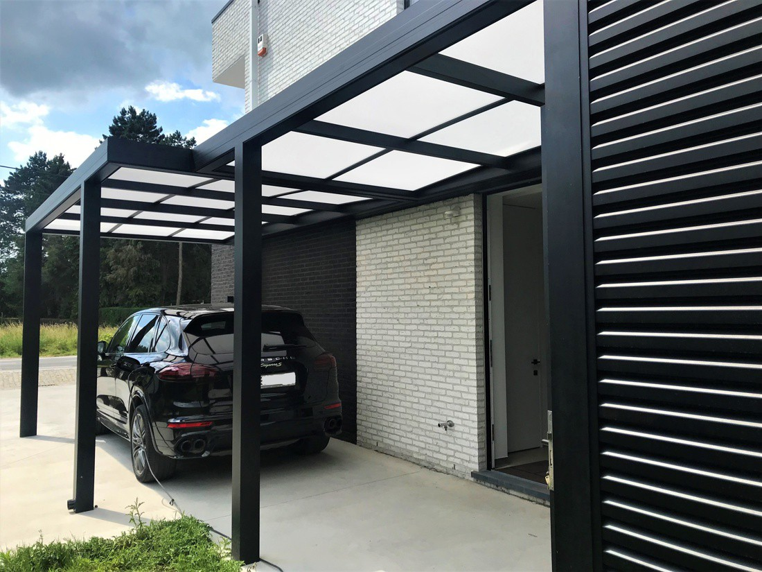 Moderne carport met berging
