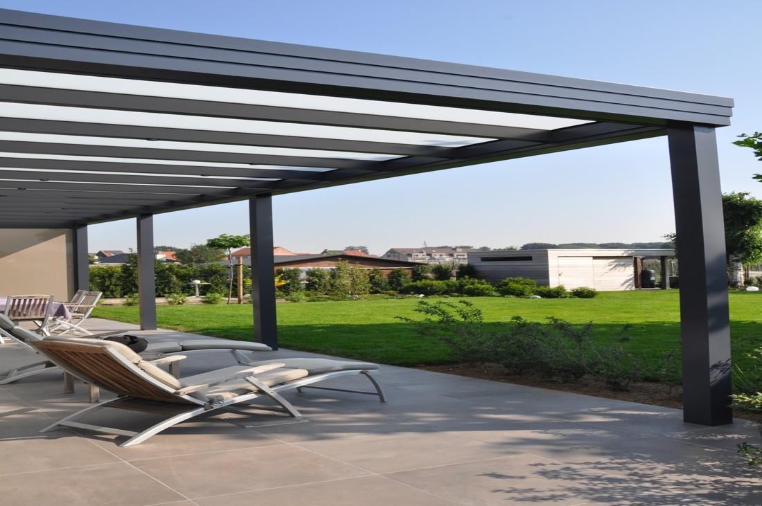 Overkapping met plat dak en opaal glas