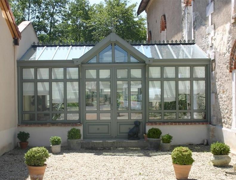 Orangerie in landelijke stijl met glazen dak