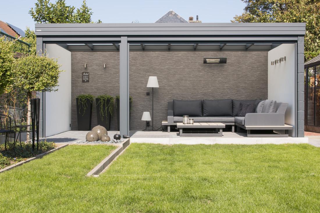 Een vrijstaande terrasoverkapping waar het gezellig vertoeven is
