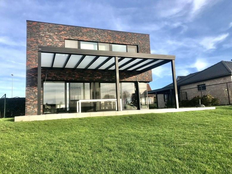 Moderne pergola met plat dak