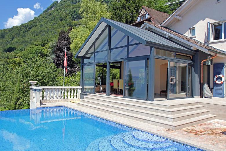 een veranda aan een vakantiehuis met behoud van de vormgeving van de woning