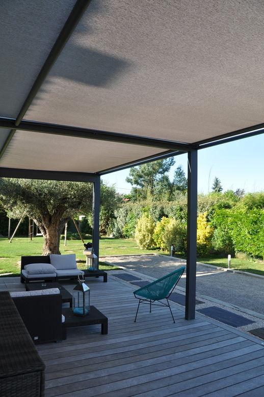 De terrasoverkapping Cocoon biedt u een comfortabele bescherming tegen de zon