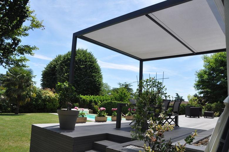 Deze zonnestore Cocoon creëert een gezellige sfeer op uw terras