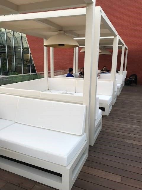 Hotel Van der Valk - Beveren: op maat gemaakte lounche terrasoverkapping's met zonnedoek